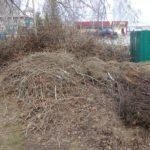 Складирование уличного и строительного мусора на контейнерные площадки незаконно и недопустимо